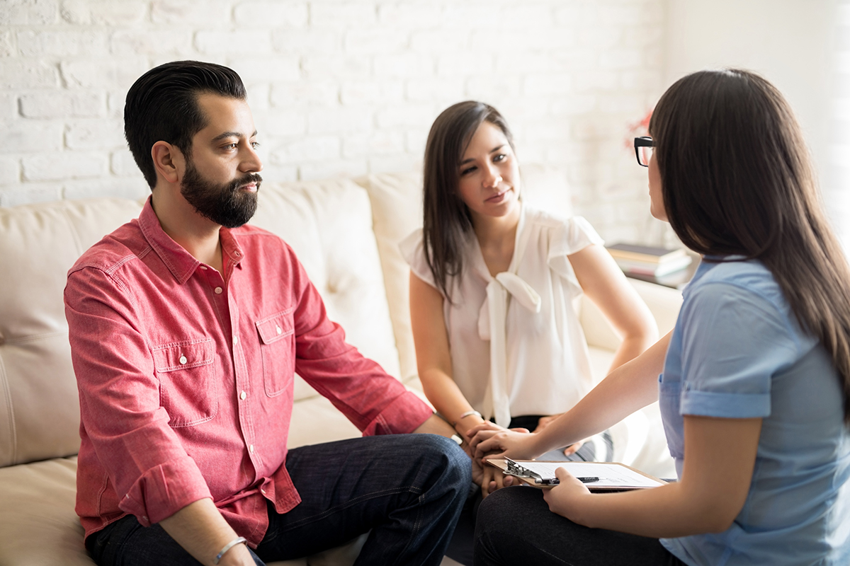 a therapist assists in treating a dual diagnosis in drug rehab